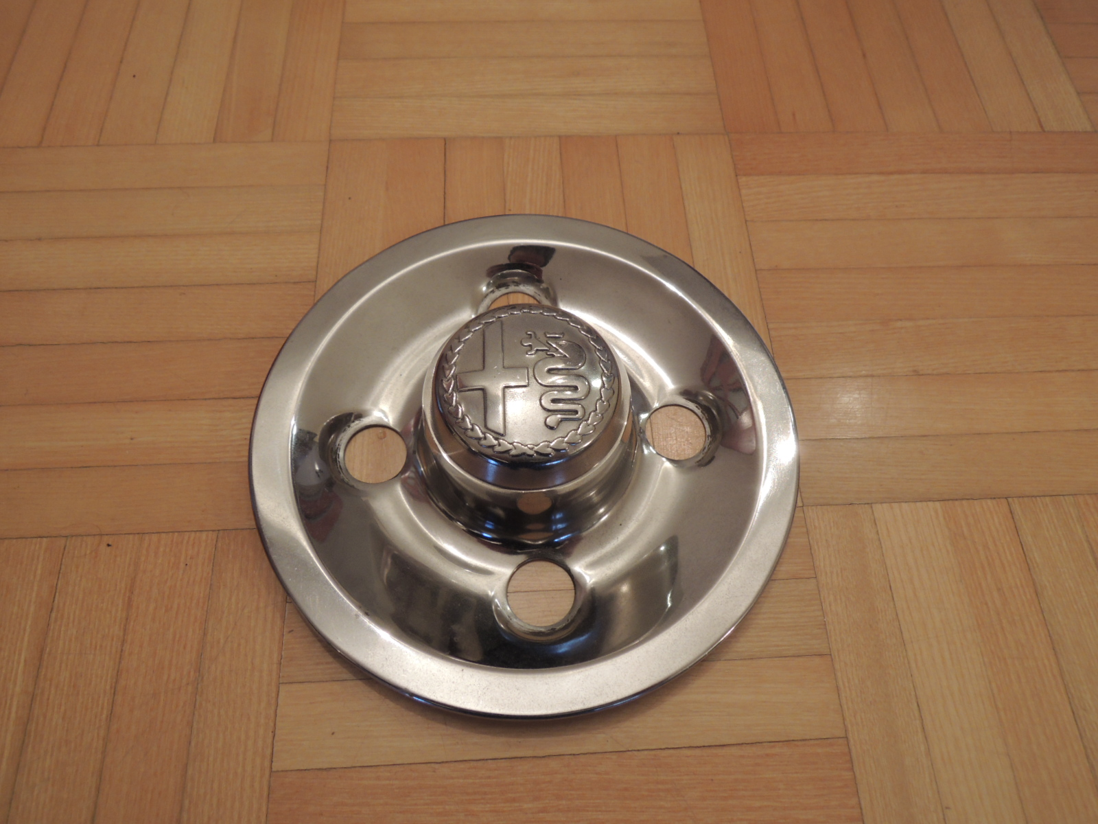 4x98mm stainless steel hubcap(alfetta)